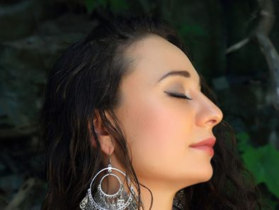 """Auresia Explores Her Ukrainian Roots In """"Raíces"""" Music Video"""